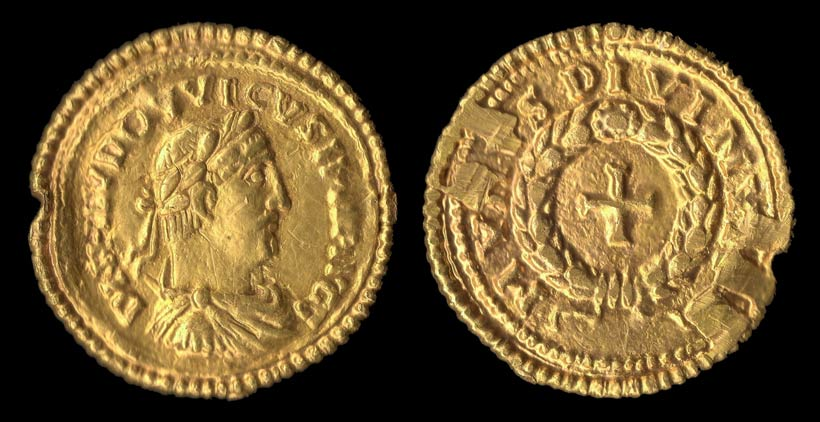Solidus de louis le Pieux. L'une des plus belles pièces trouvées en France a été référencée par un prospecteur.
