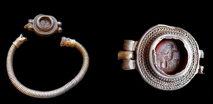bracelet romain de furness trouvé par un prospecteur